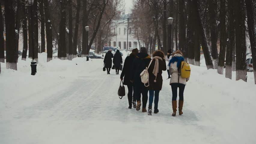 (video) Ai grijă cum traversezi strada! Spotul emoționant menit să sensibilizeze elevii și părinții