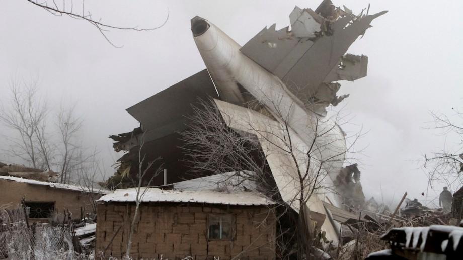 (foto, video) Un avion turcesc ce transporta marfă s-a prăbușit în Kârgâzstan