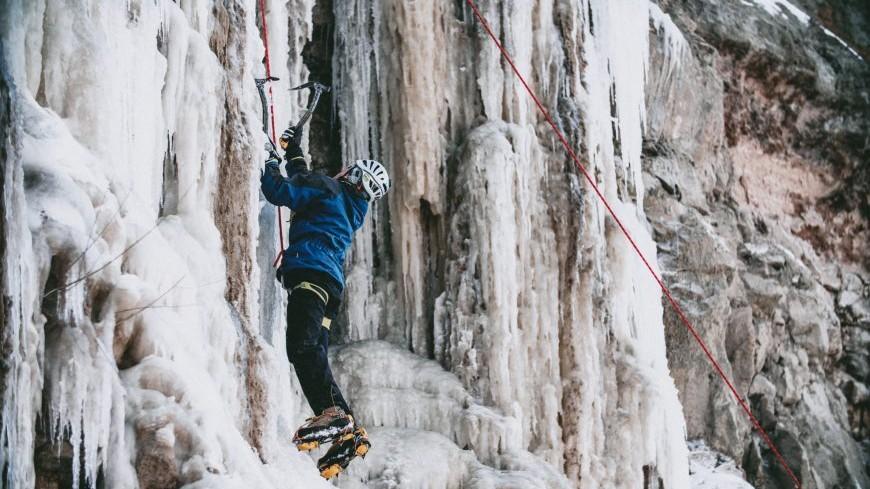 (foto) Pasionații de sporturi de iarnă pot practica escaladarea pe gheață și în Republica Moldova