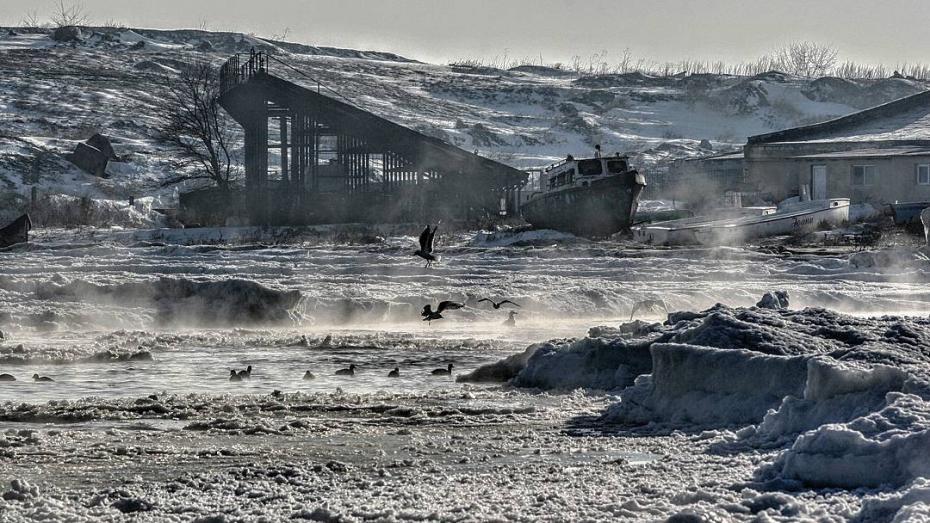 """(video) Temperaturile scăzute au dus la un fenomen inedit. Marea Neagră a început """"să fiarbă"""""""
