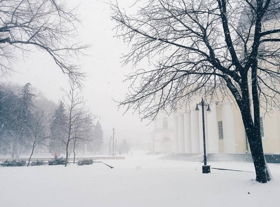 Moldova zilei de 6 ianuarie: Drumuri închise, accidente și sate rămase fără lumină