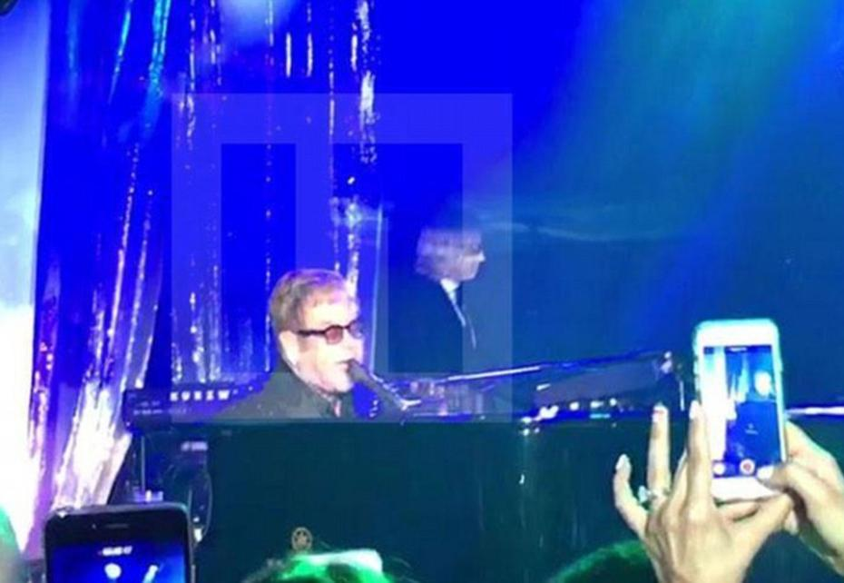 3C2ACF8A00000578-4124122-Elton_John_who_does_not_play_for_less_than_1million_opened_the_b-a-33_1484563637502