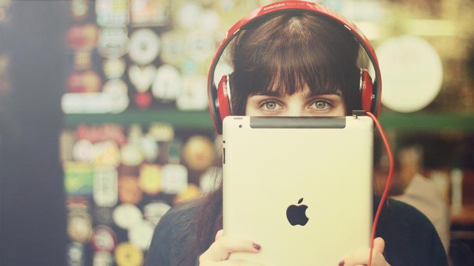 """Apple este lider în cursa pentru un """"internet verde"""""""