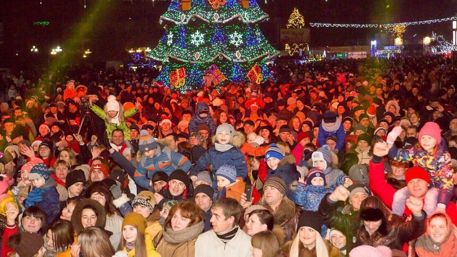 (foto, video) Noapte grandioasă la Bălți! Vedete ale estradei autohtone, discotecă și cadouri pentru copii