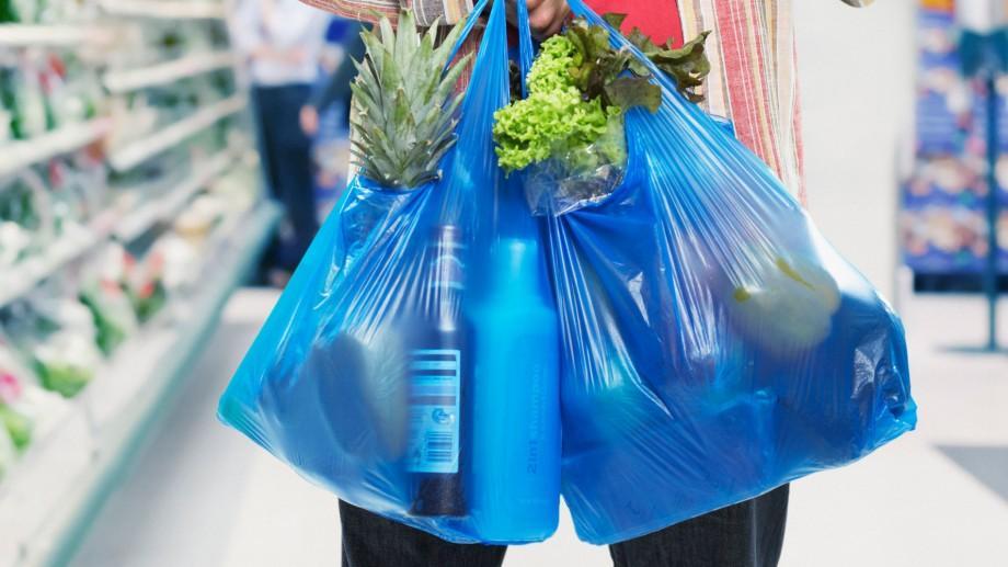 Din 1 ianuarie a fost interzisă distribuirea gratuită a pungilor din plastic în supermarketurile din Moldova
