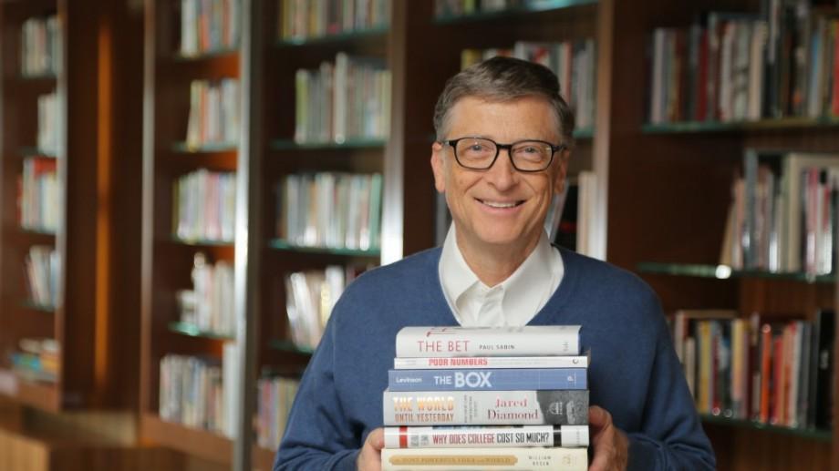 Obiceiurile de lectură ale miliardarilor Charlie Munger, Warren Buffett, Bill Gates şi Mark Zuckerberg
