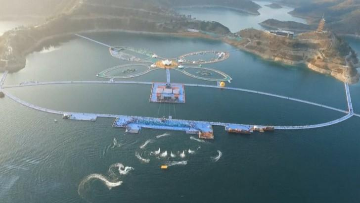 (video) China a construit cu cel mai lung pod plutitor din lume. Cum arată și din ce este construit?