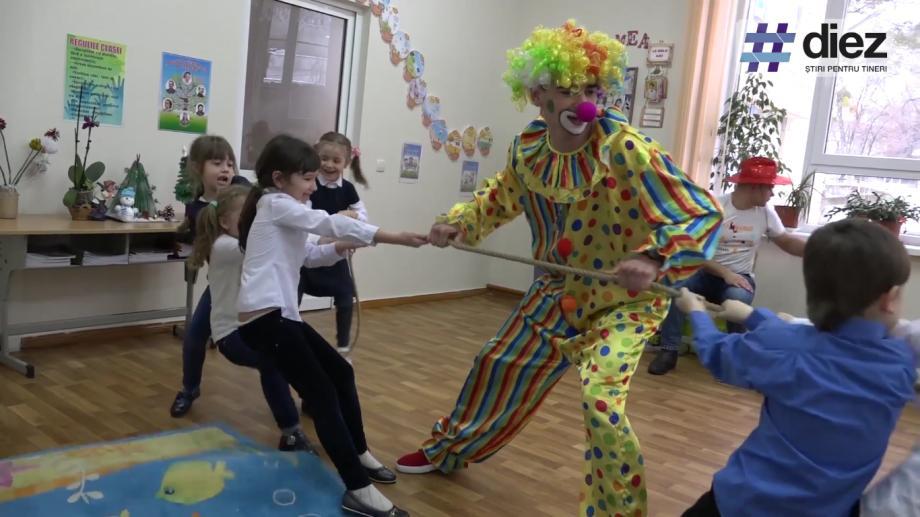 """(video) Unde-s tinerii. Iulian Perepelicinîi: """"Să lucrezi cu copiii nu este simplu, trebuie să zâmbești"""""""
