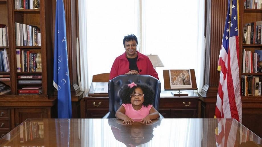 (foto, video) Are doar patru ani și a citit mai mult de 1.000 de cărți într-un an