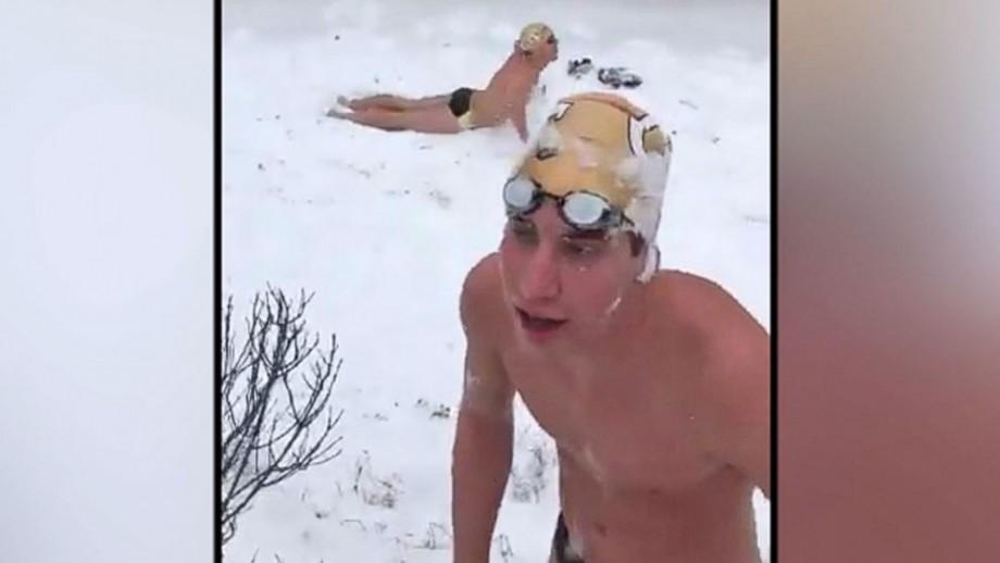 (video) Studenții unei universități din SUA au înotat în zăpadă