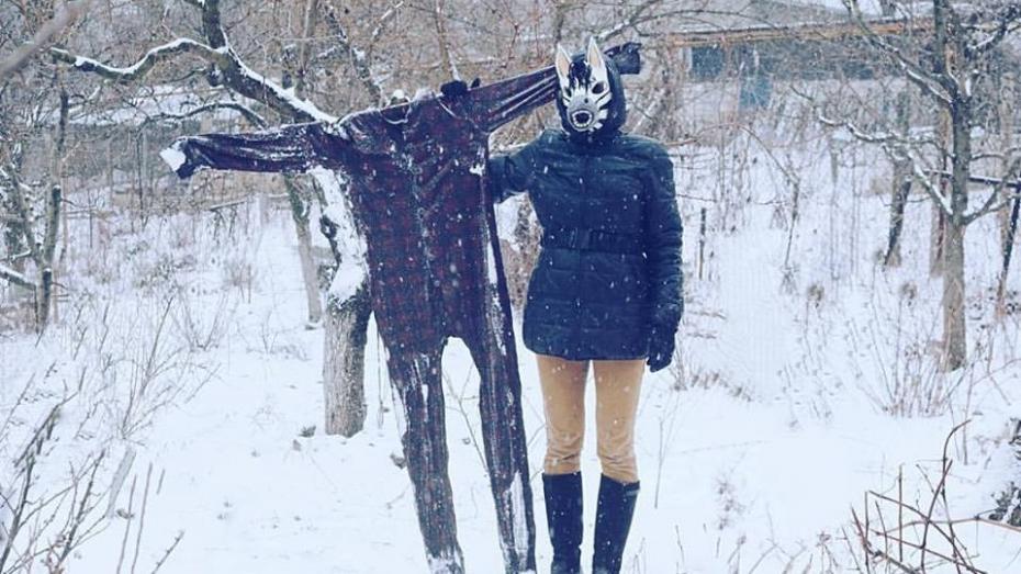 (foto) Tânăra din Strășeni cu mască de zebră care amestecă glamourul franțuzesc cu cojile de răsărită
