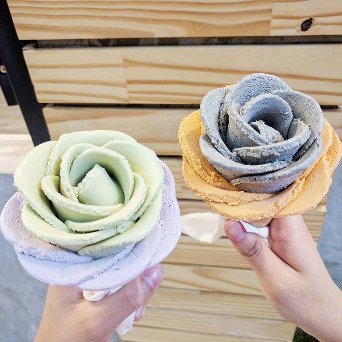 gelato-flowers-ice-cream-icreamy-15-588214ef64080__700