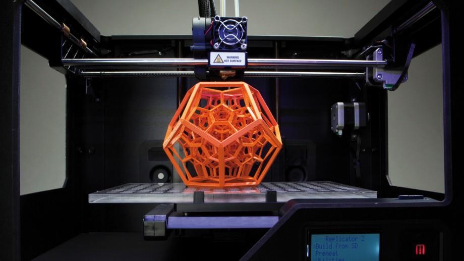 Învață gratis să construiești o imprimantă 3D de la zero. Se caută 2 băieți și 2 fete