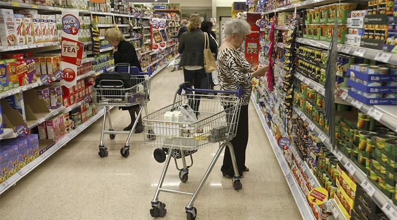Moldovenii cheltuiesc cel mai mult din Europa pe produse alimentare, dar mai puțin pe alcool și țigări