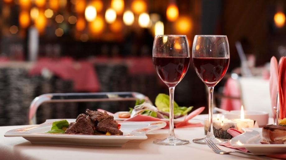 """Codul bunelor maniere la masă! Nu se urează """"Poftă bună""""! Alte lucruri interzise când mănânci"""