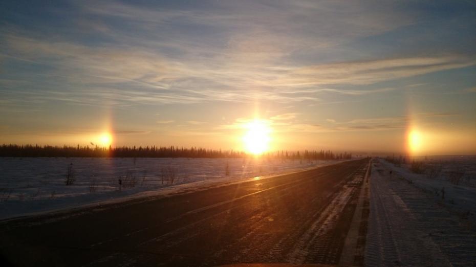 """(video) Trei """"sori"""" au apărut pe cer în Sankt Petersburg, un fenomen natural extrem de rar"""