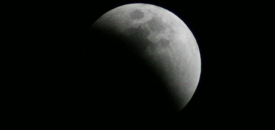 O eclipsă parțială de lună este cel mai important fenomen astronomic din 2017 văzut din Moldova