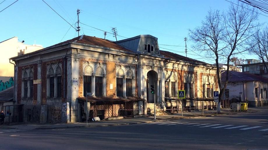 Descoperiri urbane: Înțelegerea între Nazarov și frații Lebedev sau istoria alternativă a casei de pe Columna 110