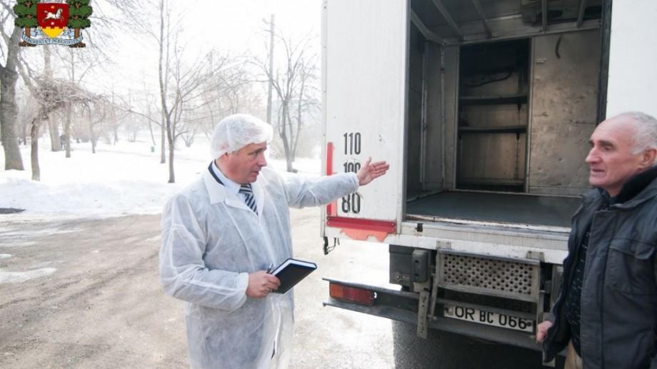 (foto) Orhei: Un expert prezidențial verifică minuțios calitatea produselor alimentare livrate grădinițelor