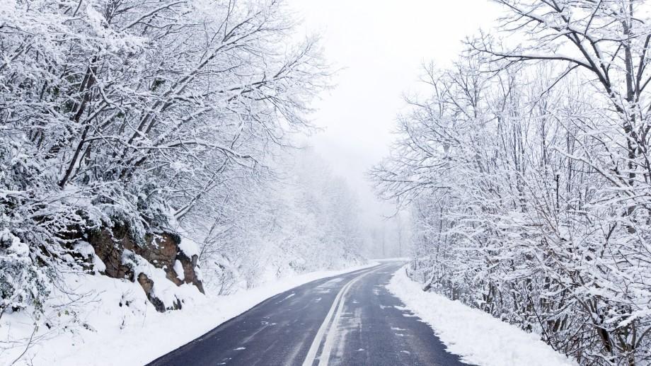 Un autocar cu moldoveni a rămas blocat în zăpezile din România
