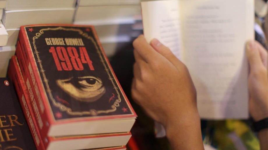 """Efectul Donald Trump: Romanul """"1984"""" a devenit bestseller în 2017, pe Amazon"""