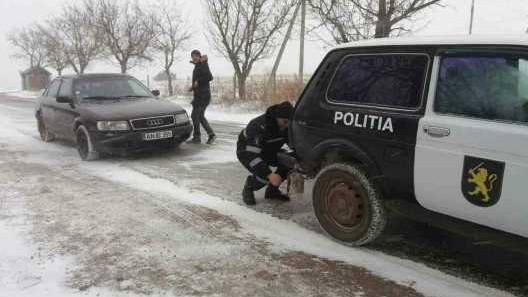 (foto) Poliția în acțiune. Persoane în etate, familii social-vulnerabile și oamenii străzii ajutați de poliție