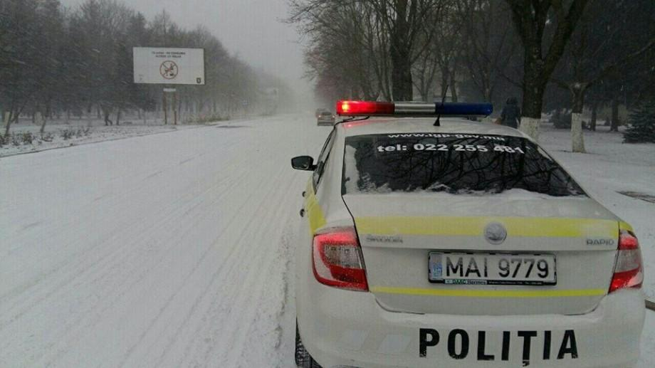 (video) Poliția în acțiune. Un minor rătăcit pe un traseu național ajutat de polițiști să ajungă acasă