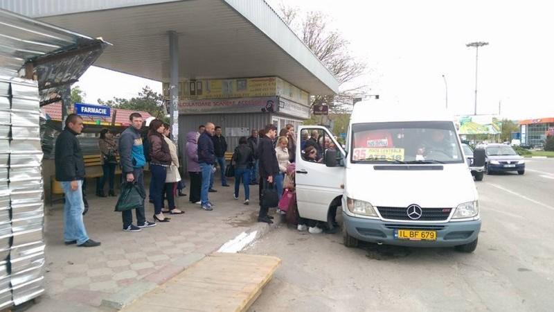 Începând cu 1 februarie, transportul public din Ialoveni va opri doar în stații