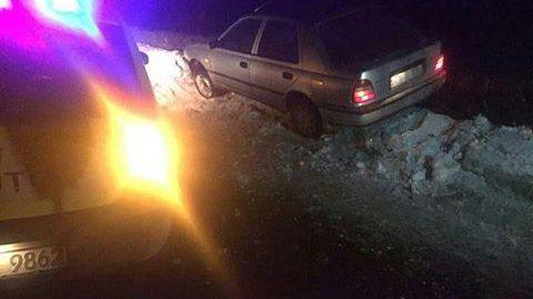Ialoveni: Doi tineri au atacat, jefuit și i-au furat unui taximetrist mașina de serviciu