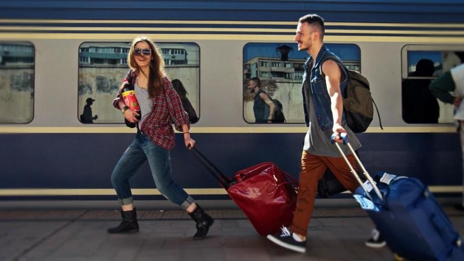 Tinerii basarabeni care își fac studiile în România vor putea călători gratuit cu trenul