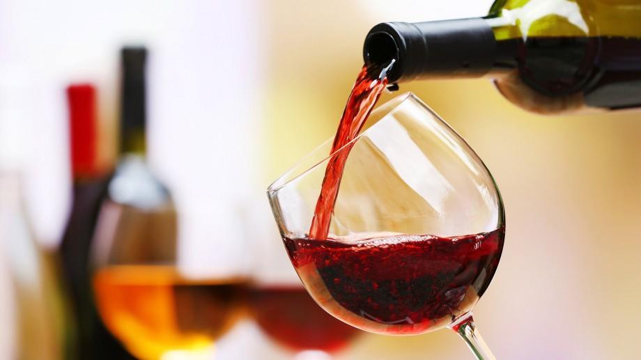 (infografic) Presa britanică: Moldovenii sunt primii din lume la consumul de alcool. Iată ce spune un studiu intern