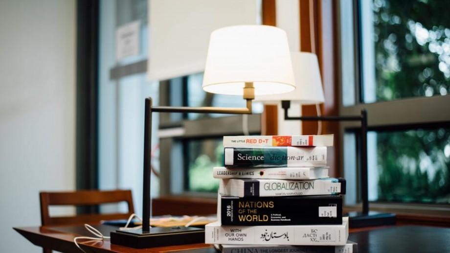 Lista celor mai împrumutate cărți din bibliotecile britanice în sezonul editorial 2015 – 2016