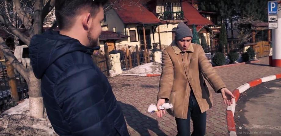 """(video) Cum să te distrezi în oraș când vii din sat: """"Eu cu dublionca asta în sat știi câte fete am încălzit?"""""""