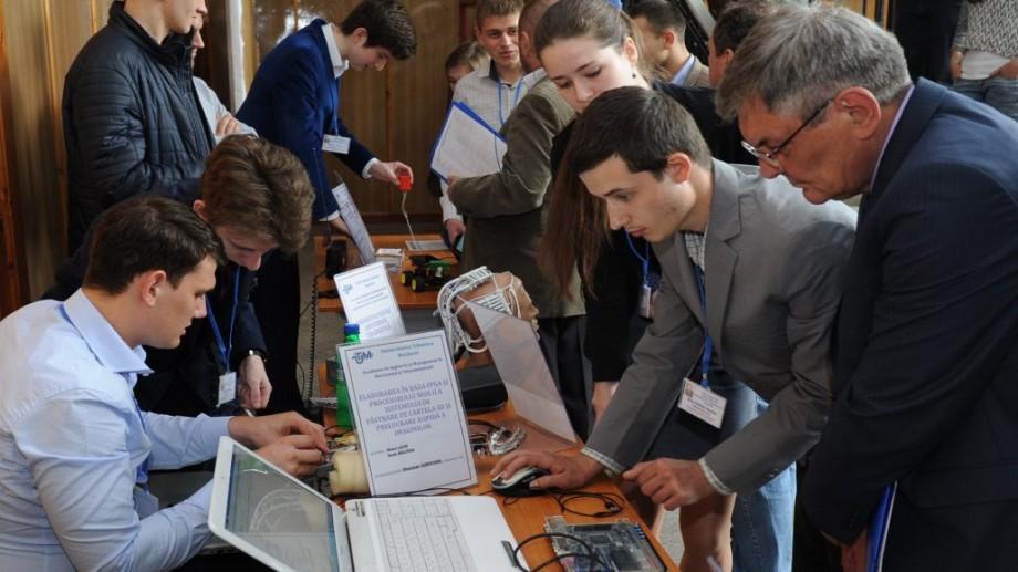 Tinerii din Moldova pot participa la un concurs Internațional de Roboți în Turcia