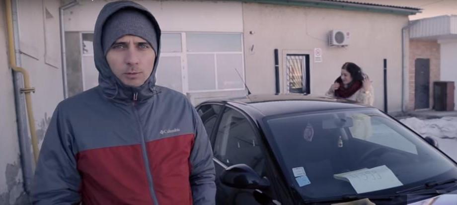 """(video parodie) Cum să cumperi o mașină la Piața Auto din Chișinău. """"Neamțu mergea doar duminică cu ea"""""""