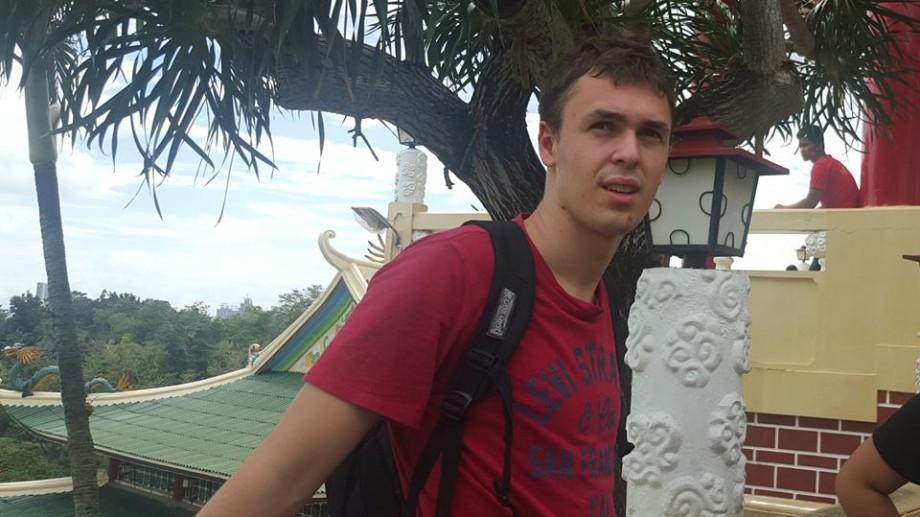 """Radu Lungu povestește cum e să studiezi la UWC în Singapore: Moldova trebuie să învețe să nu pună elevii pe o """"tablă de onoare"""""""