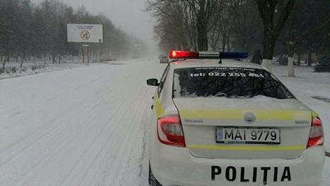 Atenționare pentru șoferi! Nu porniți la drum lung pe timp de ninsori puternice