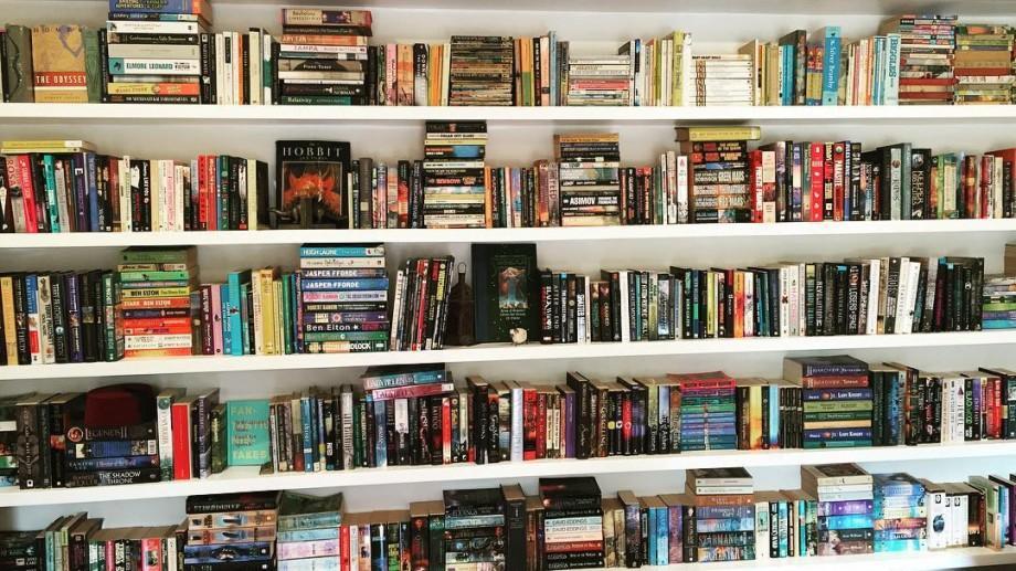 Recomandări #diez: Cele mai bune librării online din Moldova unde poți găsi colecții impresionante de cărți