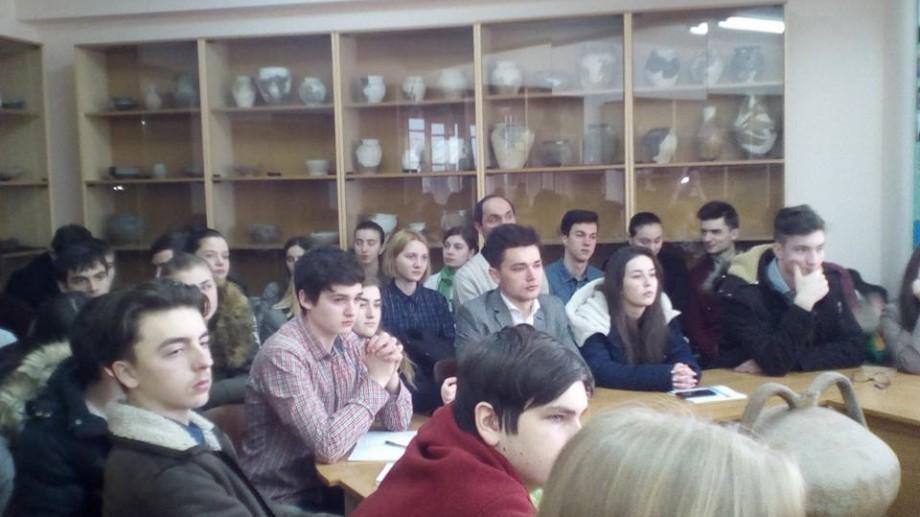 """(foto) La USM a fost lansată """"Universitatea elevilor"""" – un proiect în care lectori universitari predau liceenilor"""