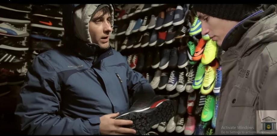 """(video) Cum să faci cumpărături la Piața Centrală: """"Pune mâna, e naturală. Îi fix pe tine"""""""