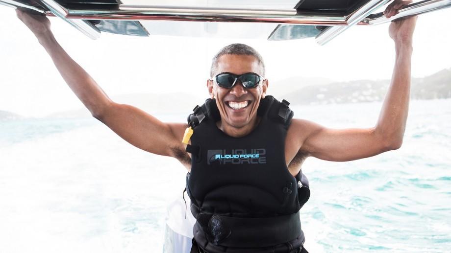 (foto, video) Barack Obama a învățat să practice kitesurfing-ul pe insula miliardarului Richard Branson