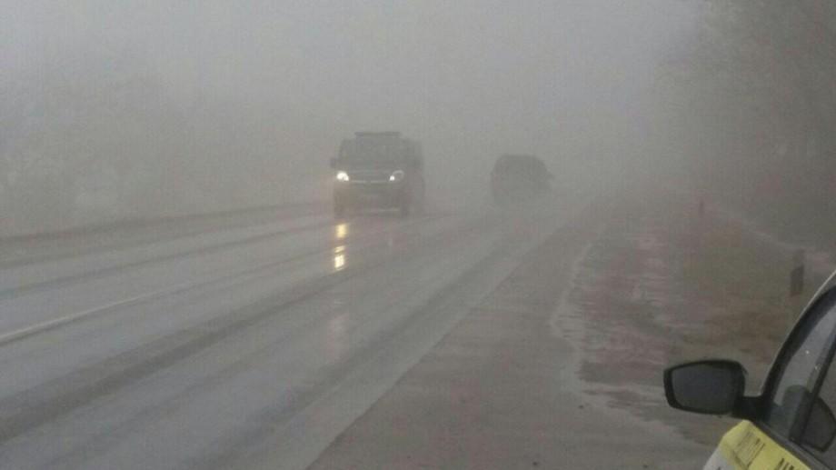 (foto) Atenție, șoferi! Pe mai multe trasee din țară se circulă în condiții de ceață și lapoviță