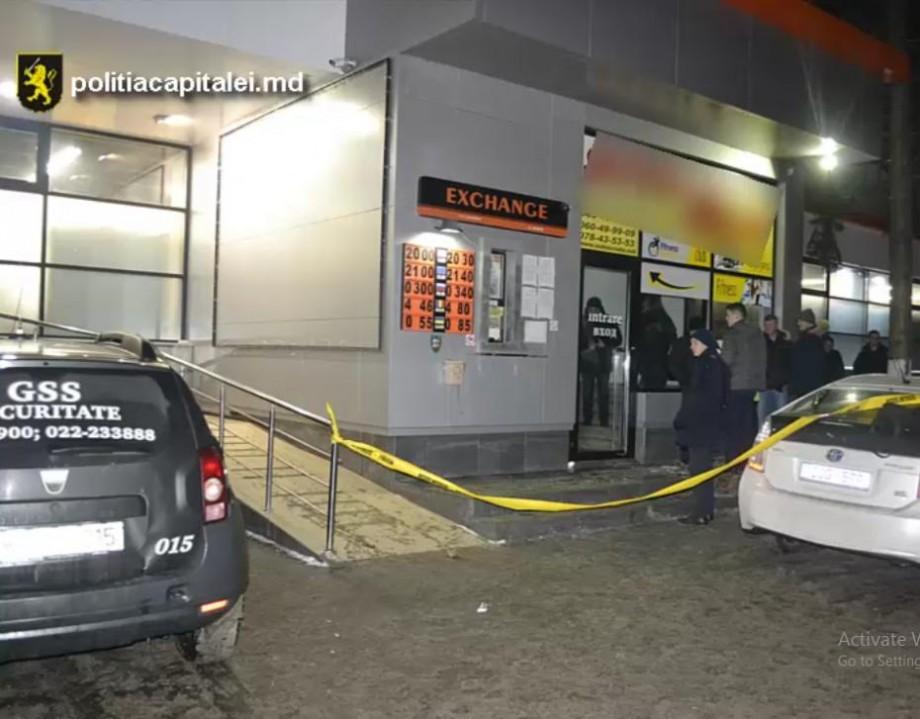 (foto) Un tânăr a fost reținut după ce a jefuit casa unui schimb valutar din Chișinău