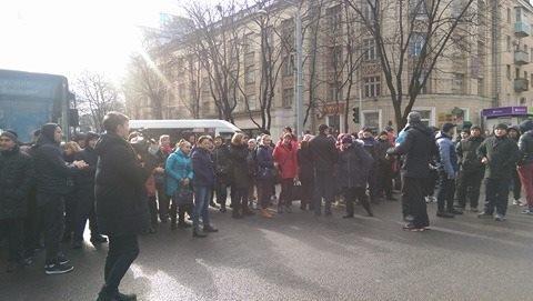 (foto, video) Comercianții din Piața Centrală au ieșit la protest după controalele poliției