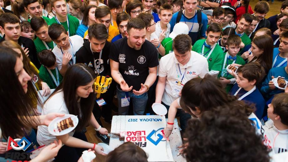 (foto) 45 de echipe și tot atâtea idei inovatoare: Cum au reușit să uimească juriul participanții FIRST LEGO League 2017