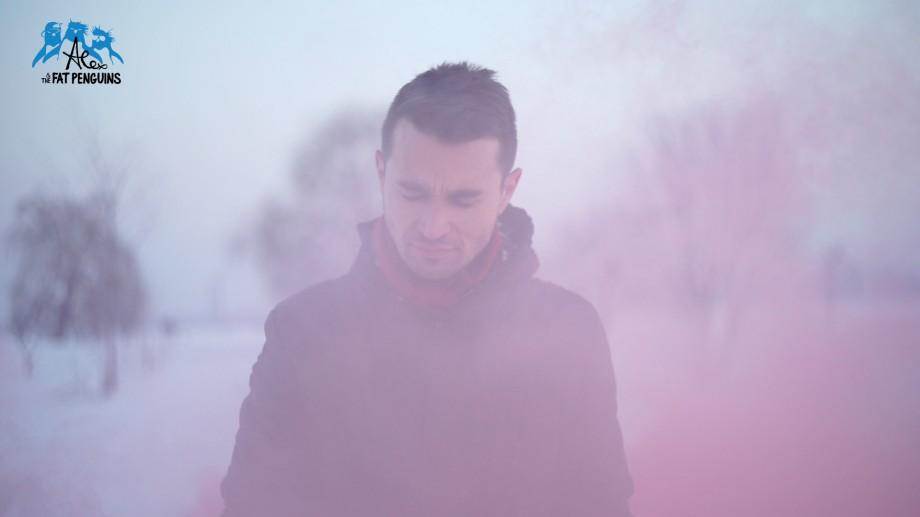 (video) Alex Coțofan, un basarabean stabilit la Paris, lansează o nouă piesă indie alături de The Fat Penguins