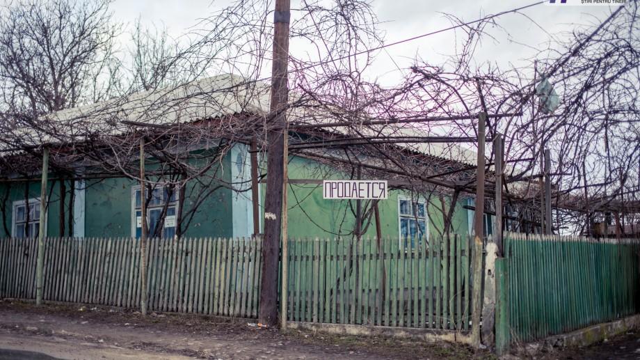 (foto) Februarie în satele din Moldova: Pîrlița, satul caselor de vânzare