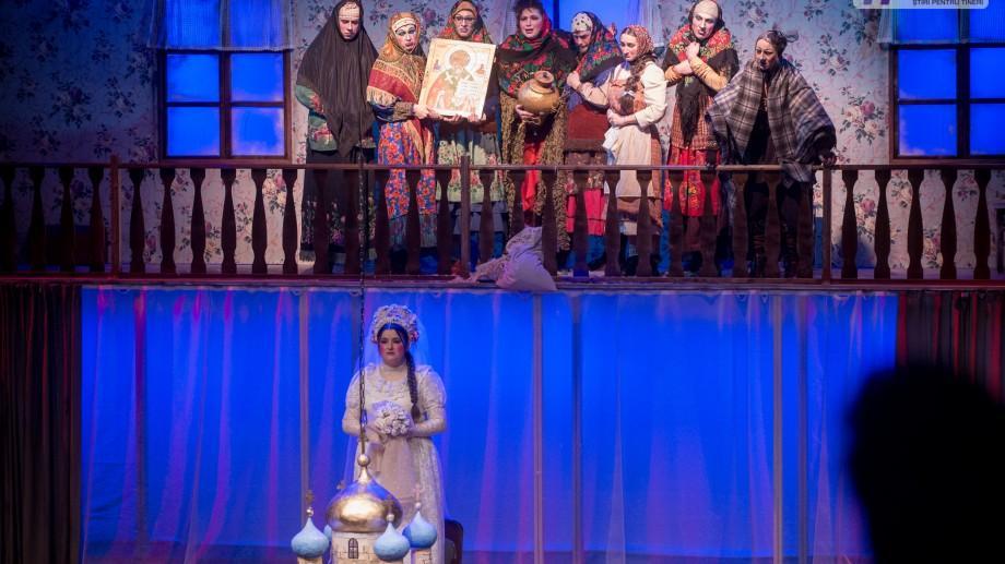 """(foto) O mireasă și patru miri sau cum s-a desfășurat premiera spectacolului """"Căsătoria"""" la Teatrul Național Eugene Ionesco"""