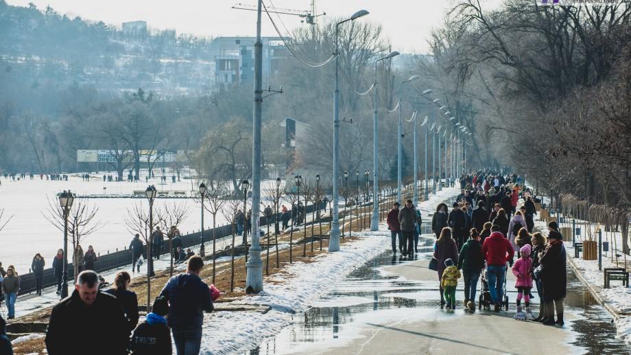 (foto) Vine, vine primăvara! Sute de oameni au invadat astăzi parcurile din Capitală