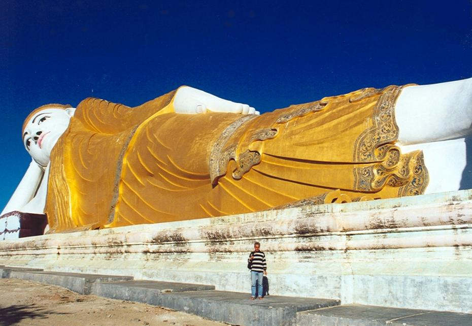 Monywa, Reclining Buddha with Didier
